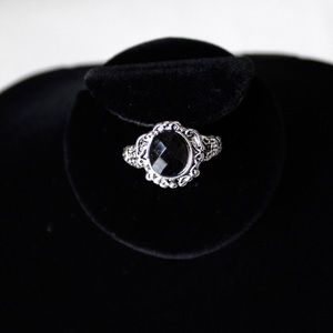 Jewelry - VINTAGE BLACK ONYX SILVER RING SIZE 6
